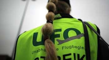 Die Kabinengewerkschaft Ufo bleibt im Lufthansa-Konzern auf ihrem Kurs zu einem Streik der Flugbegleiter.