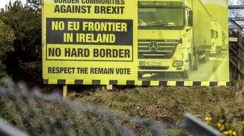 Ein Schild gegen den Brexit an der Grenze zwischen Irland und Nordirland.