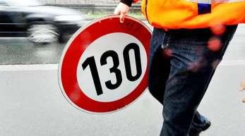 Die Grünen fordern, auf den Autobahnen ein generelles Limit von 130 Kilometern pro Stunde einzuführen - zum 1. Januar 2020.
