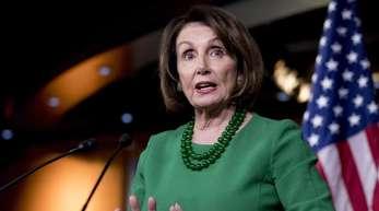 Die Vorsitzende des Repräsentantenhauses, die Demokratin Nancy Pelosi, spricht in Washington.