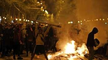 In Barcelona ist es erneut zu schweren Ausschreitungen von katalanischen Unabhängigkeitsbefürwortern gekommen.