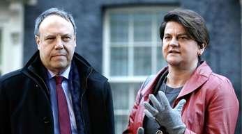 Die DUP-Vorsitzende Arlene Foster und Stellvertreter Nigel Dodds in London.