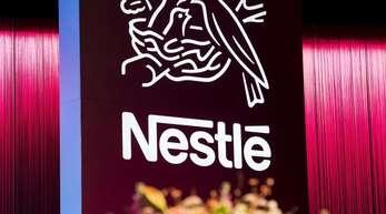 Das Logo des weltweit größten Lebensmittel- und Getränkekonzerns Nestlé.