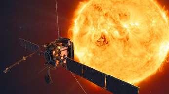 Die Computerzeichnung zeigt den Solar Orbiter, der die Sonne erforschen soll.