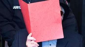 Der ehemalige SS-Wachmann des Konzentrationslagers Stutthof zum Prozessbeginn im Hamburger Landgericht.