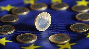 Laut Statistikamt Eurostat ging die Schuldenquote in der Eurozone im vergangenen Jahr zurück - allerdings weniger stark als angenommen.