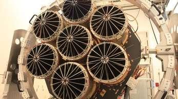 Das Röntgenteleskop «eRosita» besteht aus sieben identischen Spiegelmodulen mit je 54 Spiegelschalen.