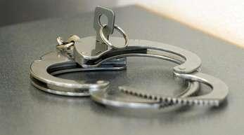 Der festgenommene 52-Jährige wird auch in Deutschland per Haftbefehl gesucht. (Symbolbild).