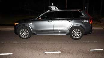 Das von der Polizei Tempe herausgegebene Bild zeigt einen Roboter-Testwagen des Fahrdienst-Vermittlers Uber, nachdem er eine Fußgängerin angefahren und getötet hatte.