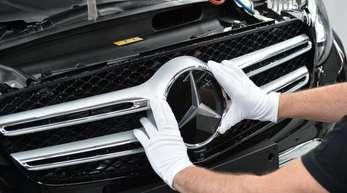 Nach zehn Monaten hat Mercedes die Nummer-eins-Position damit klar verteidigt - obwohl BMW schneller unterwegs ist.