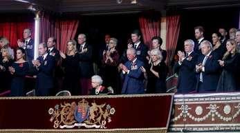Weit voneinander getrennt:Prinz William und Prinz Harry in der Royal Albert Hall.