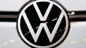 Das neue VW Logo. Gegen vier hohe ehemalige und amtierende Manager des Konzerns wurde Anklage erhoben.