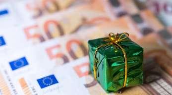 Beschäftigte mit Tarifverträgen haben bessere Chancen auf Weihnachtsgeld als andere Arbeitnehmer.