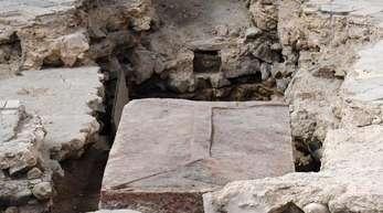 Bei Ausgrabungen in der Mainzer Johanniskirche fanden Forscher einen Sarkophag.