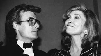 Schauspielerin Faye Dunaway und ihr damaliger Mann Terry O'Neill (l) 1985 in New York.