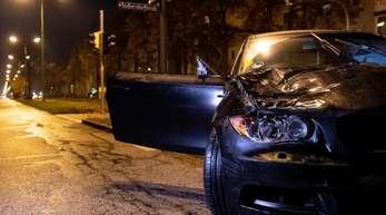 Ein beschädigter Wagen nach dem Unfall in München.