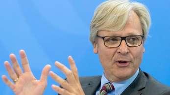 DIHK-Hauptgeschäftsführer Martin Wansleben spricht in Berlin.
