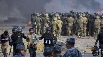In Sacaba gehen bolivianische Sicherheitskräfte gegen Anhänger des ehemaligen Präsidenten Evo Morales vor.