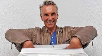 Modemacher Wolfgang Joop 2010 beim Traditions-Wäschehersteller Schiesser.