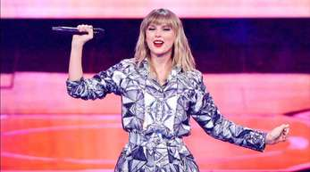 Taylor Swift wird bei den American Music Awards als Künstlerin des Jahrzehnts ausgezeichnet.