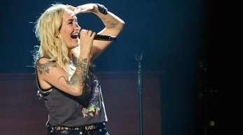 Sarah Connor auf der Bühne in der Mercedes Benz Arena in Berlin.