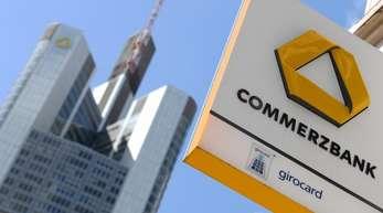 Dass die Commerzbank die Negativzinsen an einen größeren Kundenkreis als bisher weitergeben wird, hatte Finanzvorstand Stephan Engels vor zwei Wochen angekündigt.