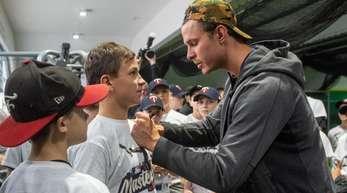 Gefragt beim Baseball-Nachwuchs: MLB-Profi Max Kepler.