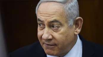 Israels Ministerpräsident Benjamin Netanjahu soll wegen der Vorwürfe gegen ihn nun auch vor Gericht.