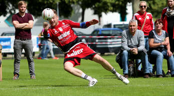 Spektakuläre Abwehraktion: Stefan Konprecht kann mit dem FBC Offenburg nach den zwei Siegen vom Wochenende entspannt in die weiteren Spiele gehen.