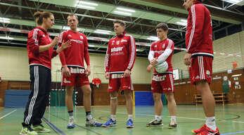 Die neue Trainerin des FBC Offenburg, Birthe LIlienthal (l.), war mit den Leistungen ihrer Mannschaft trotz der beiden Auftaktniederlagen zufrieden.