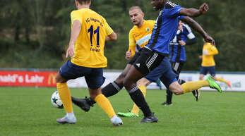 Joe Obosso (r.) leidet unter Kniebeschwerden, sein Einsatz für den SC Lahr im Heimspiel gegen den FC Radolfzell ist noch ungewiss.