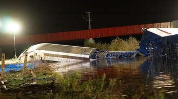 Beim bisher schwersten Unglück des Hochgeschwindigkeitszugs TGV in Frankreich sind elf Menschen getötet worden.