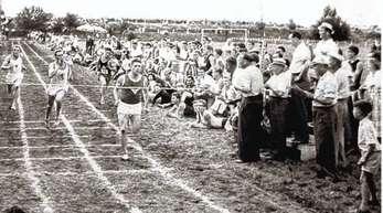 Der Sprintstar und mehrfache Europameister Heinz Fütterer lief Mitte der 50er Jahre bei den »Hanauer Kampfspielen« auf der Freistetter Bahn.
