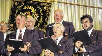 Der Biberacher Männergesangverein »Liederkranz« voller Leidenschaft beim Frühlingskonzert in der Festhalle.Fotos: Andrea Bohner