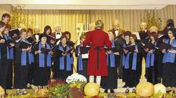 Foto: Ursula Vetter - Der Zunsweierer Volkschor begeisterte das Publikum beim Geburtstagskonzert.