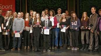 Offenburgs sportliche Zukunft: Zahlreiche Jugendliche wurden am Dienstagabend bei der Sportlerehrung im Salmen von OB Edith Schreiner (rechts) für ihre herausragenden Leistungen ausgezeichnet.