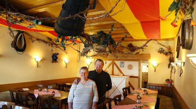 Nachdem sie vor zehn Jahren die Viehzucht aufgaben, haben sich Berta und Johann Falk verstärkt ihrer Strauße gewidmet.