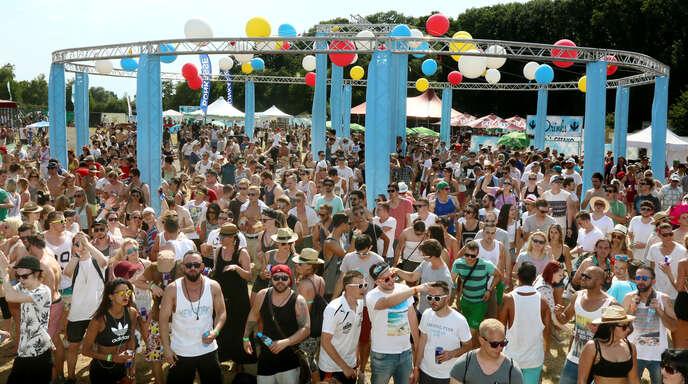 Vor den vier Bühnen feierten die über 8000 Besucher eine rauschende Party.