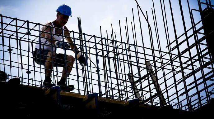 Bauhandwerker bei der Arbeit: Die konjunkturelle Lage im Handwerk in der Region ist derzeit ausgezeichnet.