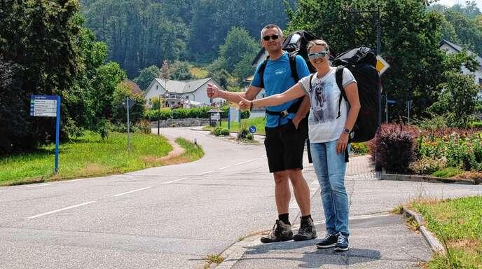 Kommen die Borkies außerhalb des vorgesehenen Landesplatzes runter, sind sie auf Autofahrer angewiesen, die sie ein paar Kilometer mitnehmen.