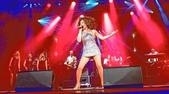 Als Tina Turner Tritt Barby Hess Mit Ihrer Band T Cover No