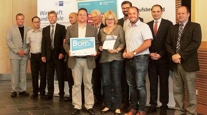 Das »Bogy«-Team des Hans-Furler-Gymnasiums, bestehend aus (von links) Ingo Kruse, Melanie Voigt und Erik Gundlach, nahm den Preis entgegen.