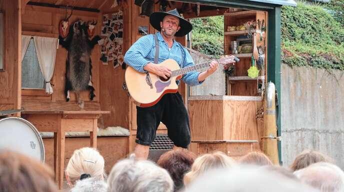 Viel zu lachen hatte das Oppenauer Publikum beim Auftritt des Kabarettisten Martin Wangler als Fidelius Waldvogel.