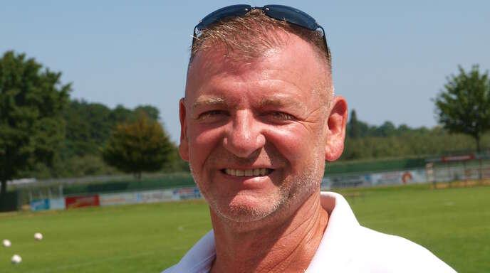 Ulrich Distelzweig, Vorsitzender des SV Stadelhofen, nimmt die Spieler nach dem Fehlstart in die Pflicht.