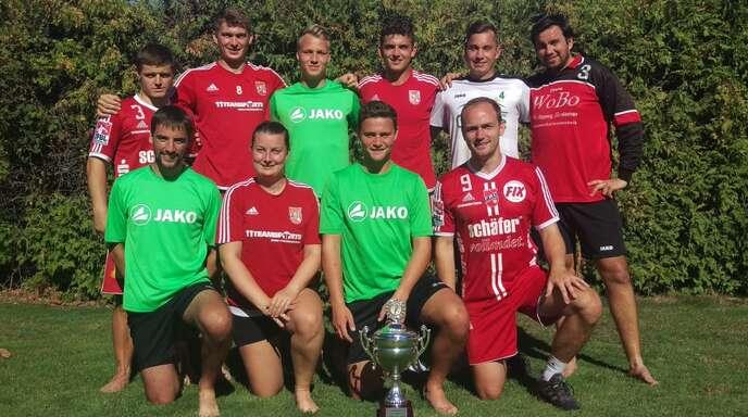 Die Finalteilnehmer des Alfred-Hug-Turniers TSV Dennach II und FBC Offenburg.
