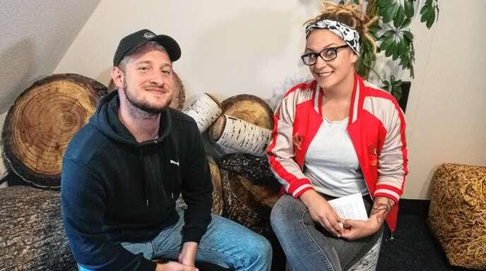Ist glücklich, mit dem, was er erreicht hat: Teesy mit Hitradio-Ohr-Moderatorin Sarah Dieterle bei seinem Besuch im Funkhaus Ortenau.