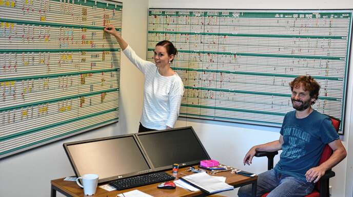 Geduldsprobe: Die beiden Lehrer Natascha Jaquemar und Stephan Schüle erarbeiten innerhalb von zehn Tagen sämtliche Stundenpläne für das Max-Planck Gymnasium in Lahr.