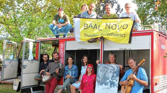 Spielen für Kinder und Erwachsene: Das Ensemble des Theaters Baal novo.