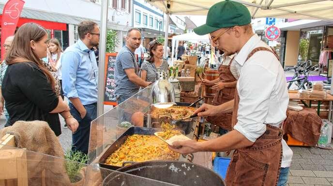 Ein Schlaraffenland auf Rädern präsentiert »Achern aktiv« beim zweiten Street Food Festival in Achern, das noch bis heute, Samstag, 22 Uhr, dauert.