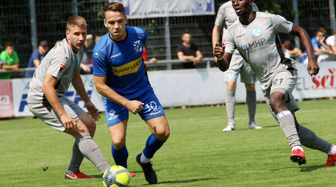 Gabriel Gallus (2. v. l.) befindet sich im Aufbautraining und steht dem SV Oberachern am Sonntag in Freiberg noch nicht zur Verfügung.
